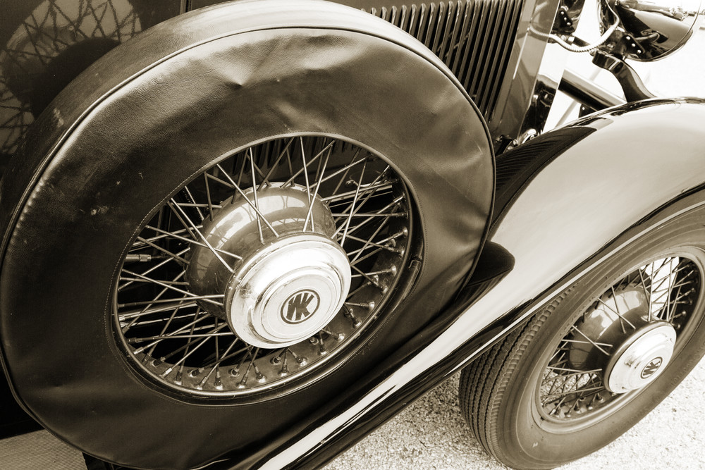 Spare_Tire_1929_Willys_Knight_Classic_Car_4543.01_ybm2ow.jpg